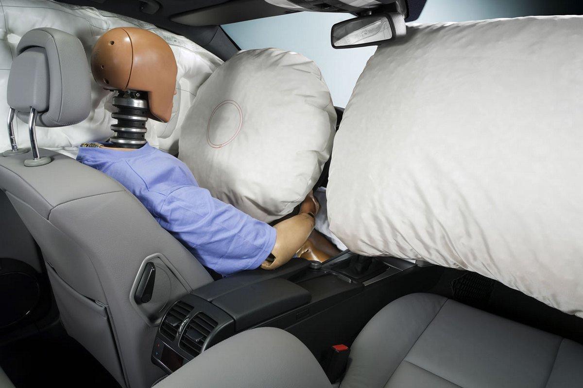 Подушка безопасности спасает жизни фото
